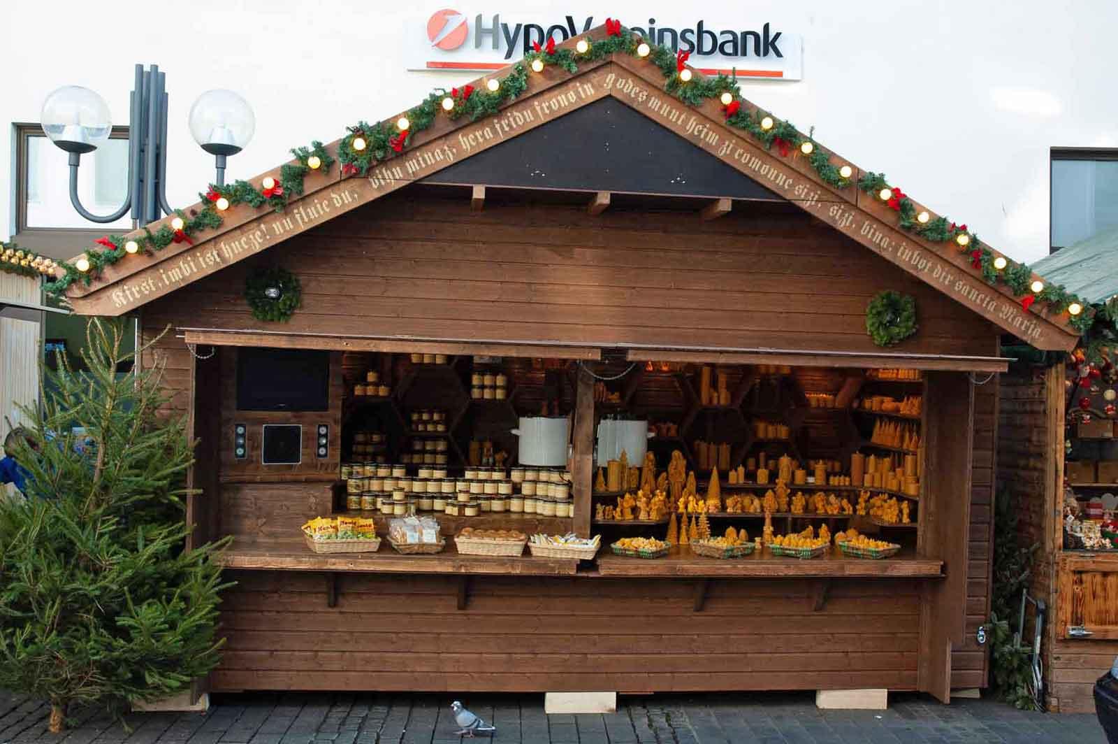 Die Weihnachtshütte der Imkerei Honighäuschen auf dem Weihnachtsmarkt Bonn