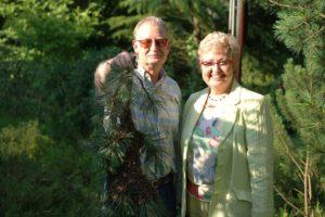 Im Garten der früheren EU-Kommissarin Monika Wulf-Matthies war ebenfalls ein Bienenschwarm gelandet.
