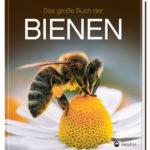 Honighäuschen (Bonn) - Der Erfolgstitel zum Thema Bienen • Das brandaktuelle Thema Bienen in einem einzigartigen Bildband • Die faszinierende Welt unseres wertvollsten Insekts • Spannende Lektüre voller Informationen und mit 350 spektakulären Naturaufnahmen • Vollständig überarbeitete Neuausgabe auf wissenschaftlich aktuellem Stand 118 000 Imker betreuen 820 000 Bienenvölker in Deutschland - und es werden täglich mehr. Gleichzeitig ist unser wertvollstes Insekt aufgrund von Pestiziden und Monokultur gefährdeter als je zuvor. Längst hat ein alarmierendes Bienensterben eingesetzt. Gründe genug