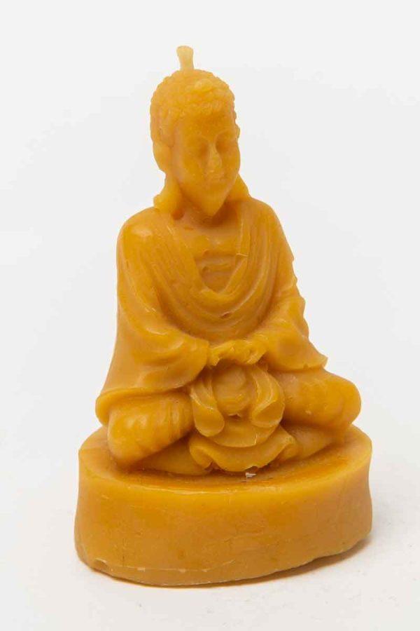 """Die Bienenwachsfigur """"Meditierender Buddha"""", eine Kerze aus 100 % reinem Bienenwachs, wurde von Hand gegossen und gefertigt in der Buckfastimkerei Aumeier."""